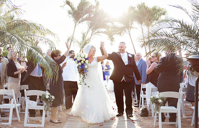 Wedding photographer in New Haven :: Anthony's Ocean View :: Beach wedding in Connecticut